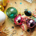 15_wooden_theatre_christmas_bulbs